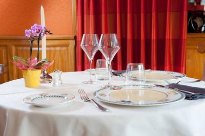 Tble de Restaurant Au Chapeau Rouge Chinon