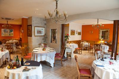Salle de Restaurant Au Chapeau Rouge